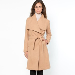 Płaszcz z szalowym kołnierzem marki Laura Clement